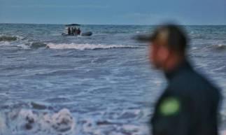 Buscas por aeronave que pescadores relatam ter caído no litoral de Beberibe