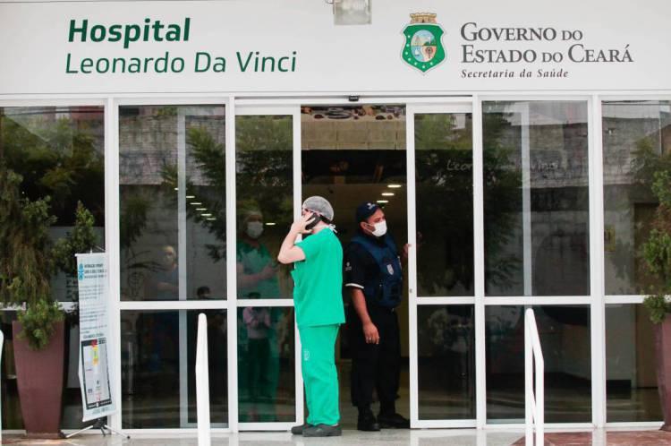 FORTALEZA-CE, BRASIL, 15-04-2020: Fachada do Hospital Leonardo Da Vinci em Fortaleza. Hospital está trabalhando exclusivamente com pacientes com coronavírus - Covid-19. ( Foto: Júlio Caesar / O Povo)
