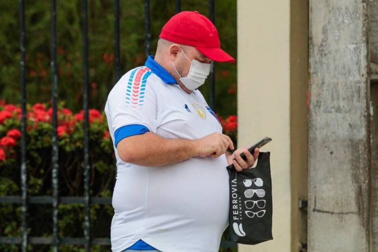 Uso adequado de máscaras ajuda a diminuir a transmissão de coronavírus (Foto: JÚLIO CAESAR)
