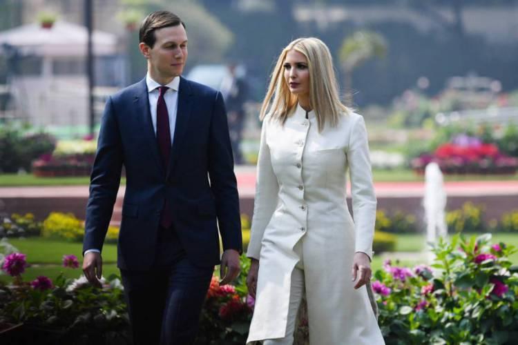 Jared Kushner e Ivanka Trump, respectivamente genro e filha de Donald Trump, ambos com cargos de conselheiros no governo (Foto: Mandel NGAN / AFP)
