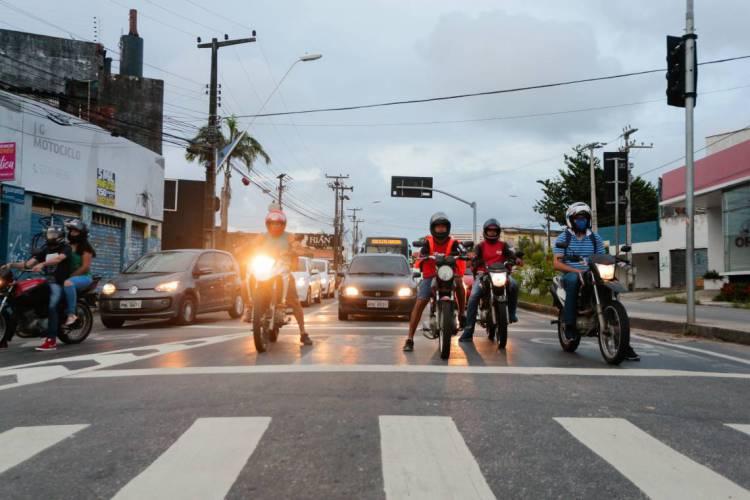 Trânsito em Fortaleza em dias de isolamento social (Foto: JÚLIO CAESAR)
