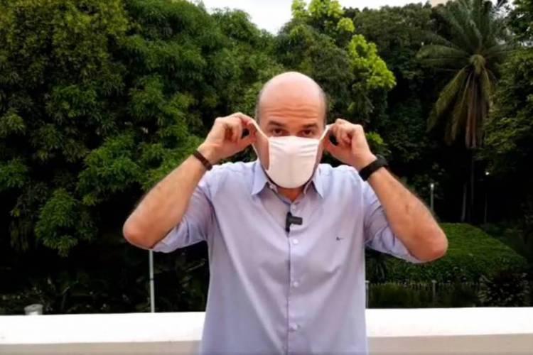 O prefeito anunciou a chegada do primeiro lote de máscara durante live em seu Facebook (Foto: Reproduçãp)