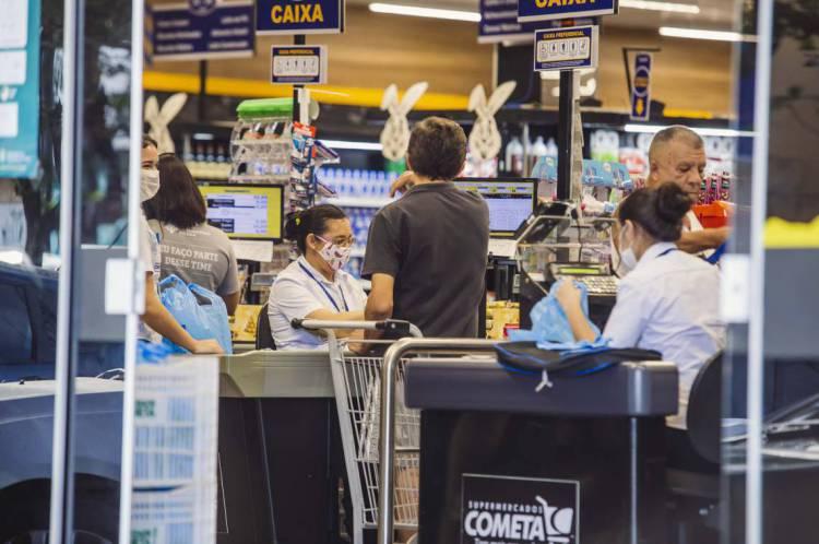 Supermercados funcionarão normalmente durante o feriado de Tiradentes em Fortaleza, na terça, 21 de abril (21/04)