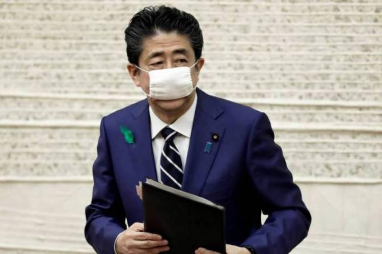 Primeiro ministro do Japão anuncia auxílio  (Foto: AFP)