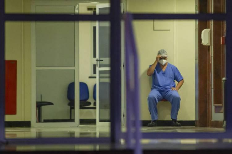 FORTALEZA, CE, BRASIL, 18-04-2020: Pessoas de mascara. Hospital Leonardo da Vinci, hospital criado para combater o COVID-19. (Foto: Aurelio Alves/O POVO) REP 21.04 (Foto: Aurelio Alves/O POVO)
