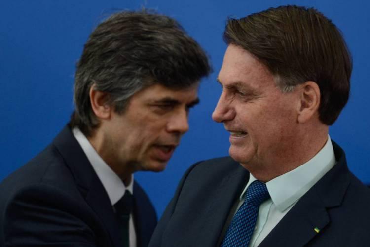 Nelson Teich não segue a linha de Bolsonaro e está na mira dos aliados do presidente (Foto: Marcello Casal Jr/Agência Brasil)