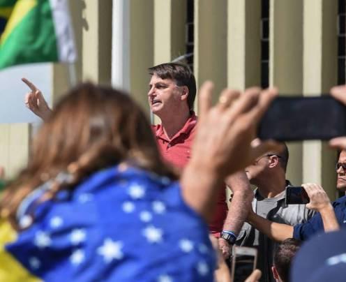 Jair Bolsonaro voltou a desrespeitar isolamento social e participou de manifestação neste domingo, 19