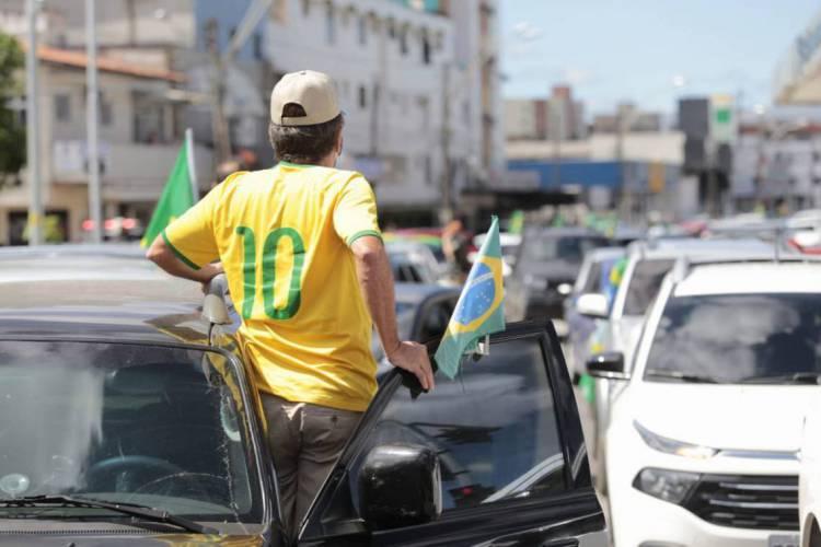 No Brasil, mais homens são contra o isolamento social e a favor do presidente Bolsonaro (Foto: AURÉLIO ALVES/O POVO)