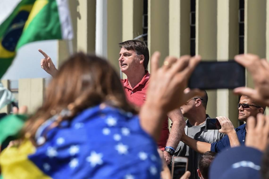 Jair Bolsonaro voltou a desrespeitar isolamento social e participou de manifestação nesse domingo, 19