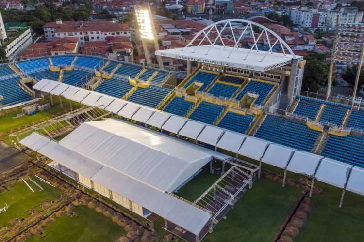 Estrutura do estádio Presidente Vargas foi transformada em hospital de campanha para pacientes com coronavírus (Foto: Divulgação)