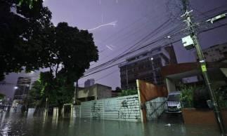 Tempestade com raios na madrugada de 21 de abril 2020 - Foto: Gustavo Simão / Especial para O POVO