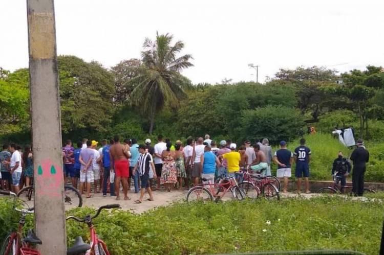 Pessoas se aglomeraram para ver o resgate