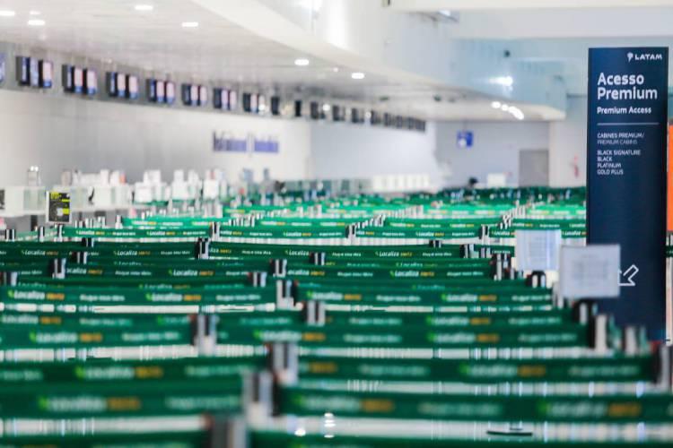 FORTALEZA-CE, BRASIL, 23-04-2020:  Aeroporto Internacional Pinto Martins vazio durante pandemia de Covid-19 no Brasil (Foto: JÚLIO CAESAR)