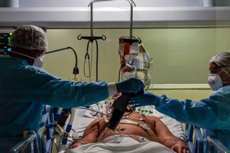 Médicos do Ceará repudiam acusações de manipulação no total de mortos por Covid-19 (Foto: Miguel SCHINCARIOL / AFP)