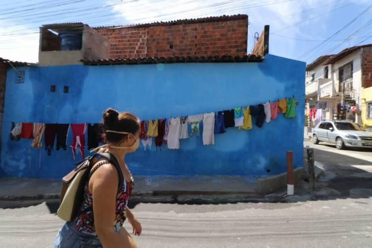 Movimentação de pessoas nas periferias em época de Coronavírus, no Pirambu (Foto: Fabio Lima)
