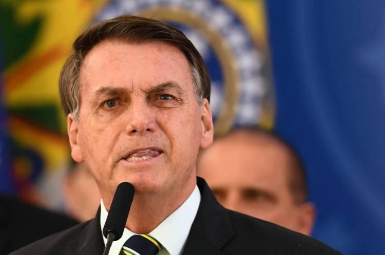 Bolsonaro é um dos únicos líderes do planeta a se posicionar contra medidas de isolamento social