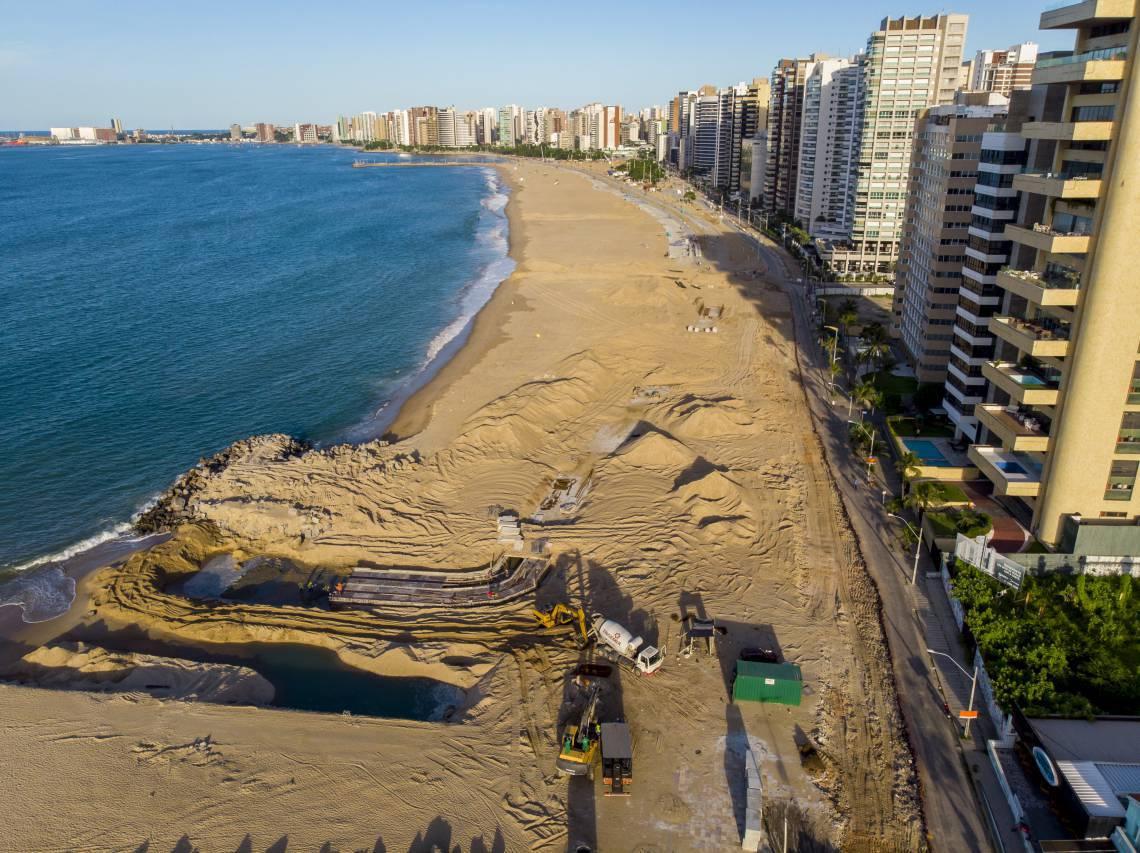 Fortaleza, Ceará Brasil 24.04.2020 Obras de alargamento da faixa de areia na avenida Beir Mar (Fco Fontenele/O POVO)