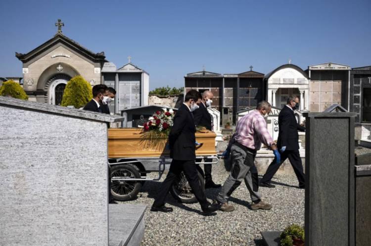 Segundo em número de mortes, Itália teve ontem dia com menor número de óbitos desde março