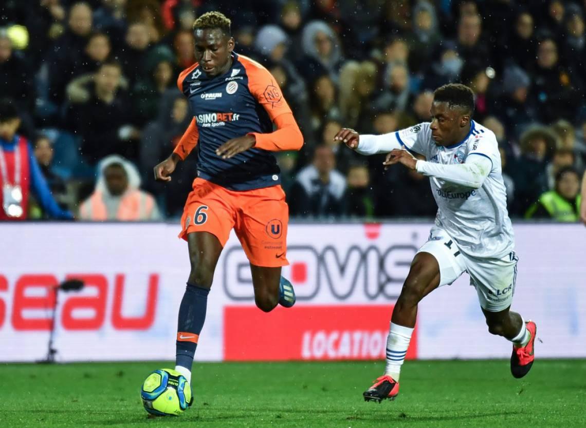 Junior Sambia, à esquerda, em campo pelo Montpellier