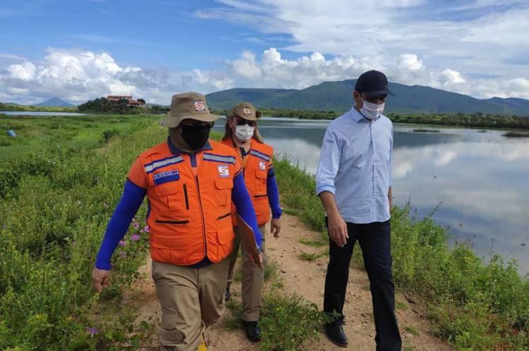 Equipe avalia situação do açude Minguaú, em Caucaia