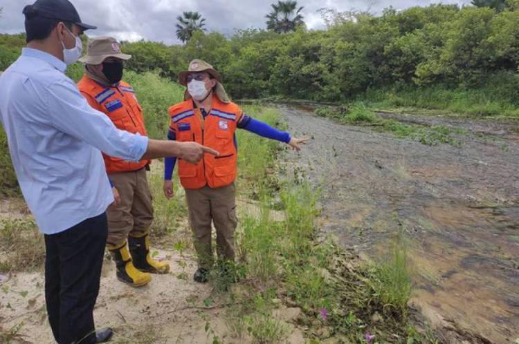 Equipe avalia situação do açude Minguaú