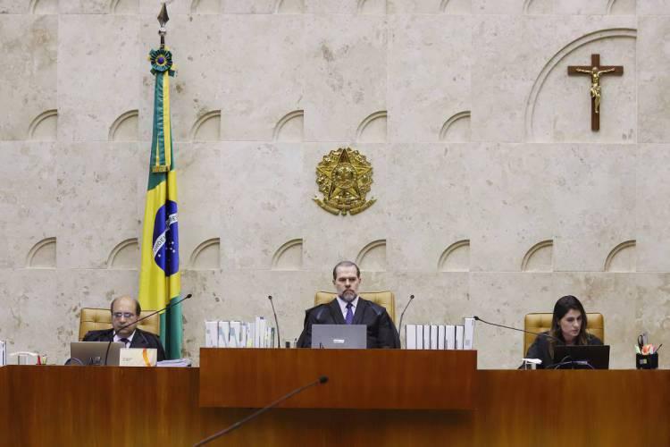 O próprio plenário do STF é adornado por um crucifixo cristão (Foto: Rosinei Coutinho / SCO / STF)