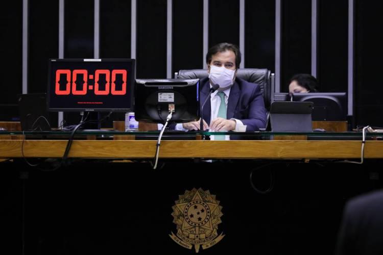 Rodrigo Maia de máscara durante sessão plenária da Câmara (Foto: Najara Araújo/Câmara dos Deputados)
