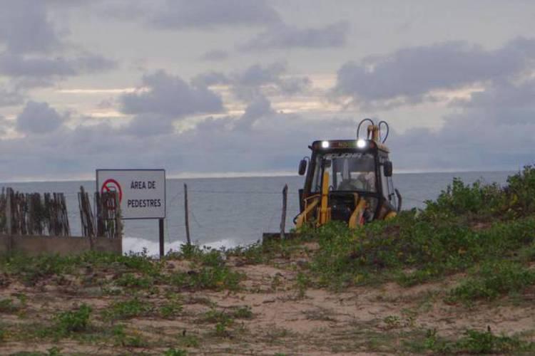 Tratores depredam o Cascudo do Fogo, Área de Proteção Permanente, sem placa de licenciamento (Foto: Via Whats App)