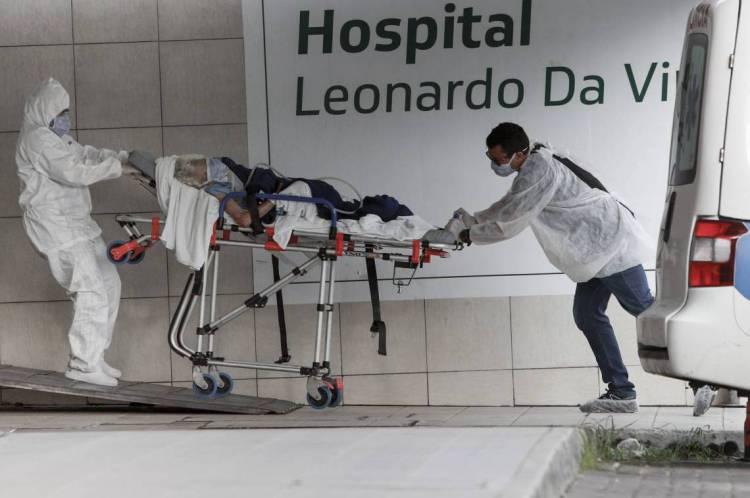 Chegada e saída de pacientes no Hospital Leonardo da Vinci