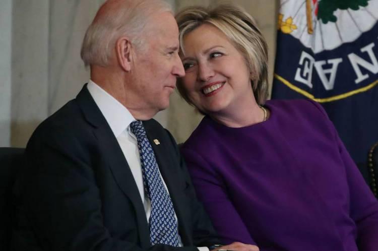 Foto de 2016, quando Biden era vice-presidente dos Estados Unidos e Clinton era secretária do governo Obama