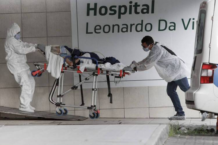 Chegada e saída de pacientes no Hospital Leonardo da Vinci  (Foto: FCO FONTENELE)