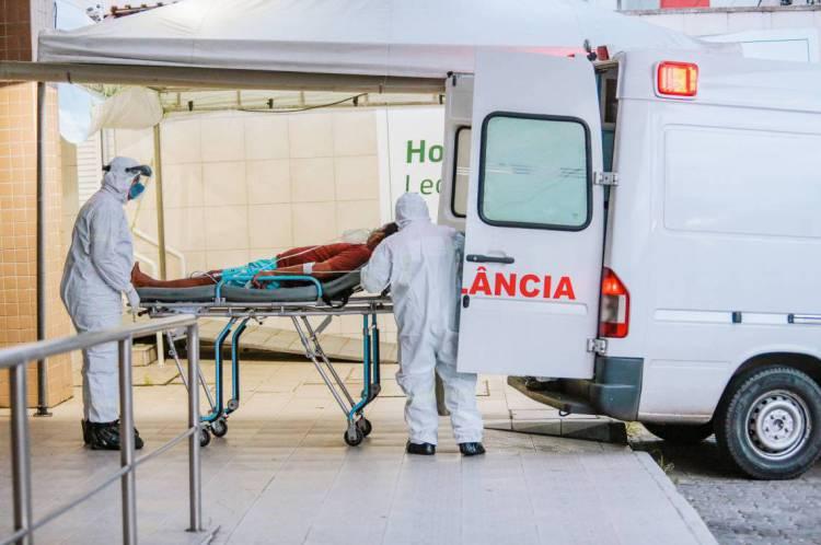 Movimentação em frente ao Hospital Leonardo Da Vinci, que atende pacientes com Covid-19