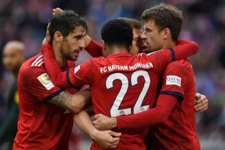 Bayern de Munique vai enfrentar o Monchengladbach já podendo levantar o Schale, troféu da Bundesliga  (Foto: AFP)