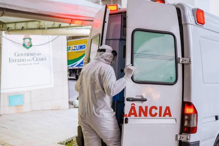 Falta de equipamento adequado e mau uso do material disponível seriam principais causas para infecção de enfermeiros (Foto: JULIO CAESAR)