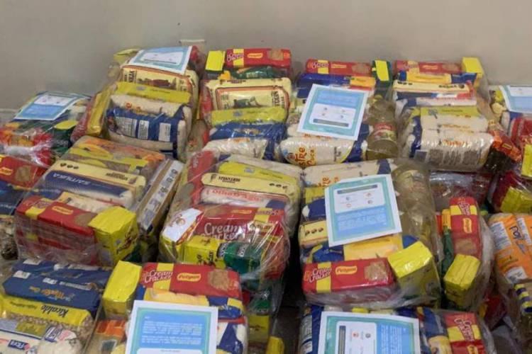 Uma das ações da campanha foi a entrega de cestas para moradores do bairro Vila Velha (Foto: Divulgação)
