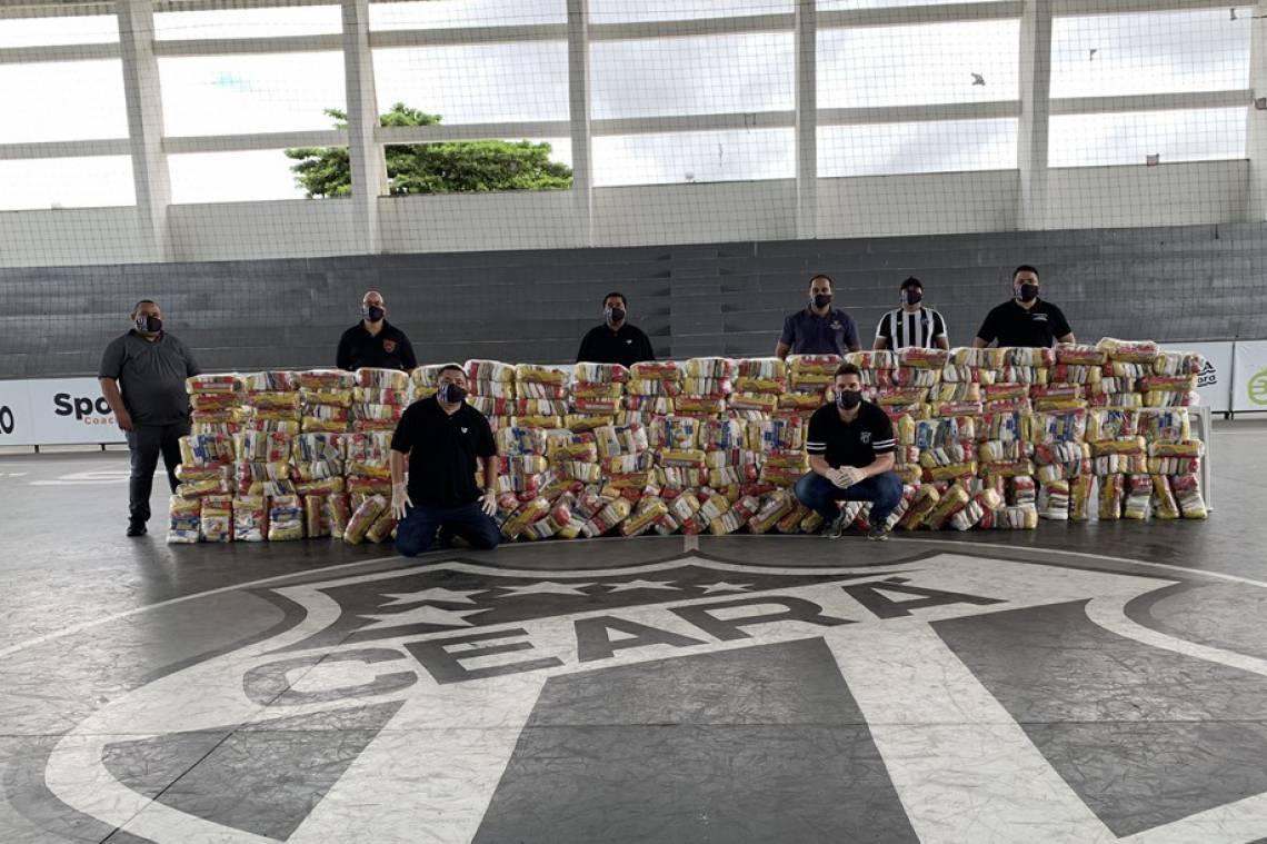 Ceará faz doação de alimentos e máscaras