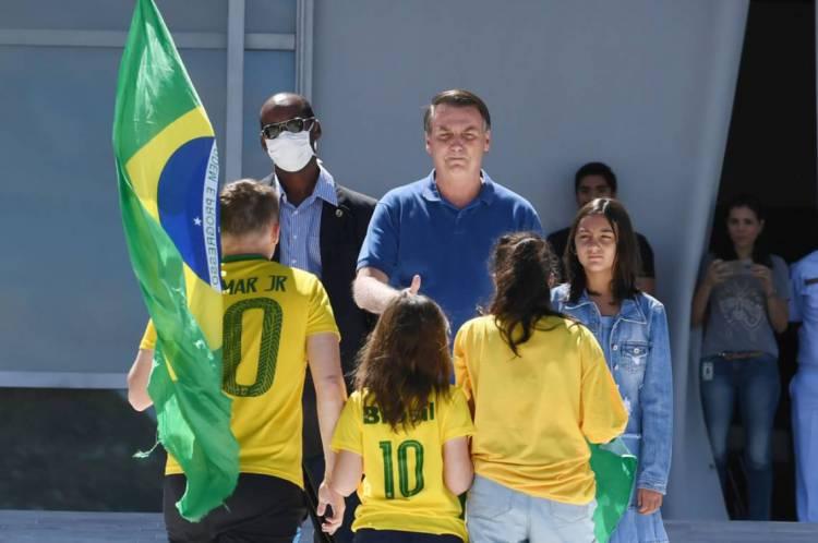 Bolsonaro apoiou manifestantes que atacavam Moro, STF e o Congresso