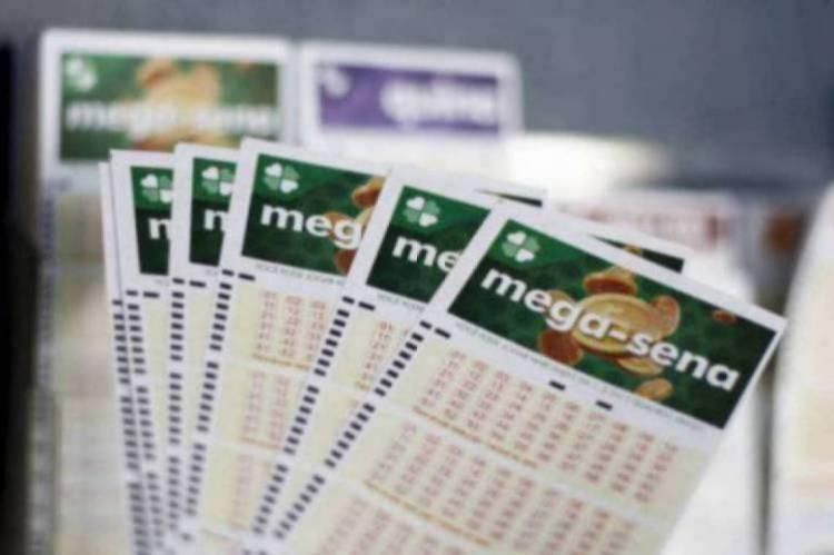O resultado da Mega Sena Concurso 2258 foi divulgado na noite de hoje, quarta-feira, 6 de maio (06/05), por volta de 20 horas. O prêmio está estimado em R$ 50 milhões