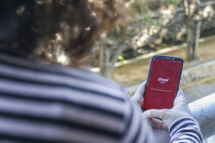 A Conta Digital iFood é integrada a um cartão pré-pago com bandeira Visa e oferece serviços gratuitos como transferências e pagamento de boletos.   (Foto: Alex Gomes)