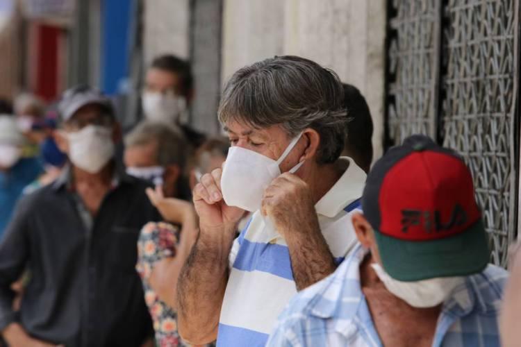 FORTALEZA, CE, BRASIL, 06.05.2020: Pessoas usando corretamente a máscara para proteção contra o Coronavírus.   (Fotos: Fabio Lima/O POVO) (Foto: Fabio Lima)