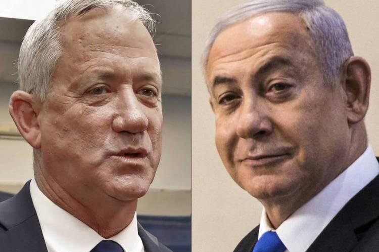 Fotos de Benny Gantz (E) e Benjamin Netanyahu, líderes dos partidos da coalização que assumirá o governo de Israel no dia 13