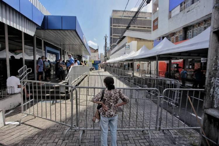 Caixa Econômica em Fortaleza e o pagamento do benefício (Foto: Aurélio Alves)