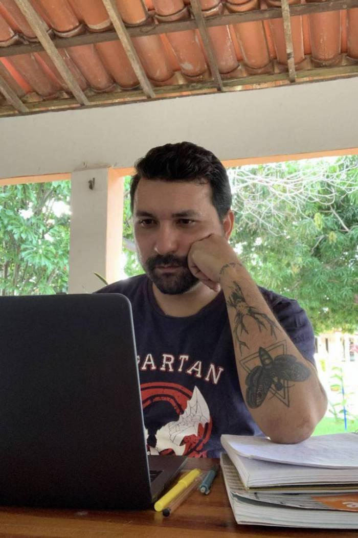 João Rocha, professor de inglês da Escola Estadual de Ensino Médio Profissional Pedro de Queiroz Lima, em Beberibe