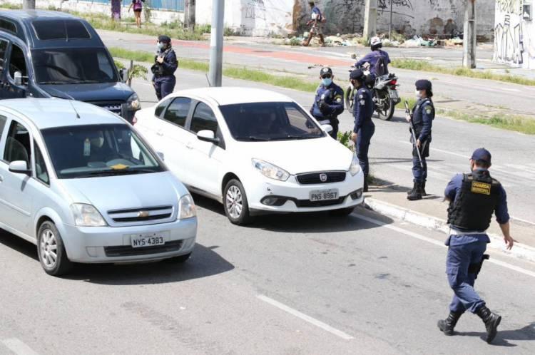 FORTALEZA, CE, BRASIL, 08.05.2020: Polícia militar faz bloqueio do Lockdown na barra do Ceará.  (Fotos: Fabio Lima/O POVO)