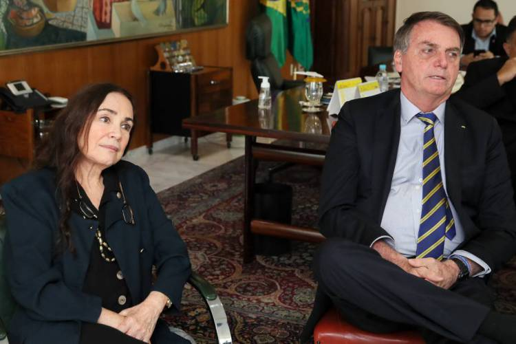 DUROU apenas dois meses o tempo de Regina Duarte na Secretaria especial de Cultura  (Foto: Isac Nóbrega/PR)