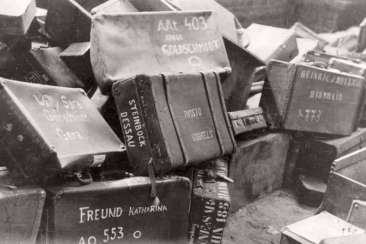 Judeus, ciganos, homossexuais, testemunhas de Jeová, deficientes físicos e mentais e opositores políticos foram alguns dos grupos perseguidos pelos nazistas (Foto: Yad vashem / Reprodução)