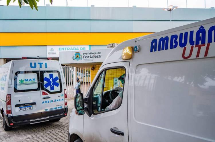 Movimentação de ambulâncias no hospital de campanha do estádio Presidente Vargas, em Fortaleza, no Ceará, um dos estados mais afetados pelo coronavírus no Brasil