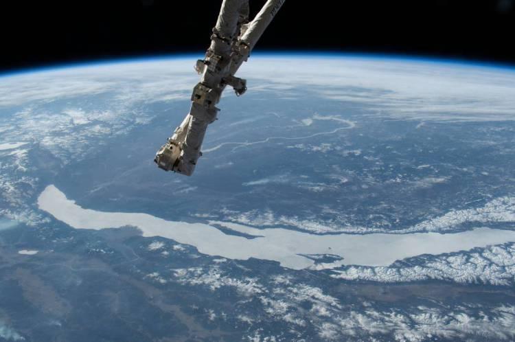 Vista da Estação Espacial Internacional em órbita sobre a Rússia