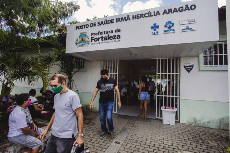 FORTALEZA, CE, BRASIL, 11-05-2020: Posto de Saude Irmã Hercília Aragão, no bairro São João do Tauape. Terceira etapa de vacinação contra a gripe em postos de saúde.