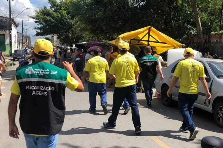 Sete feiras pela Capital foram autuadas neste primeiro fim de semana de lockdown em Fortaleza (Foto: Divulgação/Agefis)